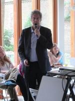 Elmer Sterken presenteert de uitslagen.