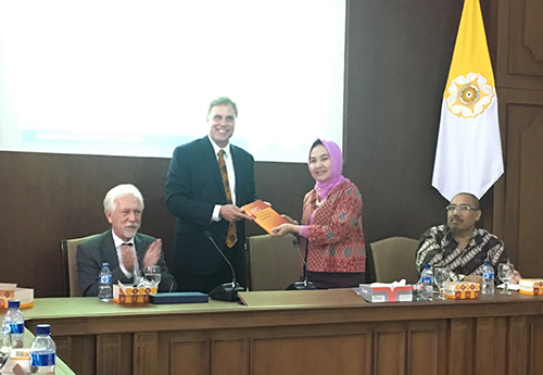 Prof. Poppema and Prof. Karnawati signing the MoU renewal in the presence of Prof. Ron Holzhacker, Director of the new research centre