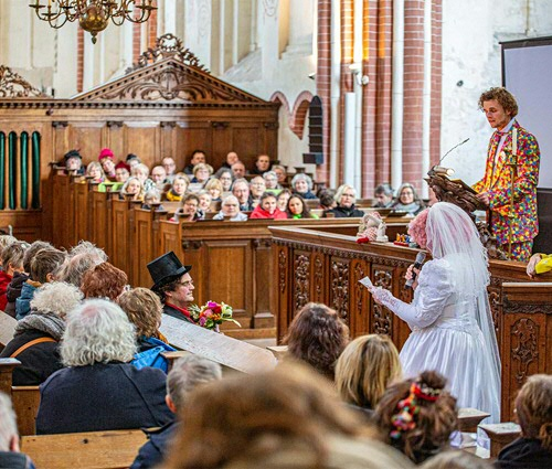 Gronings Vuur in Midden-Groningen: final presentation of The Wedding. (Photo: Wilco van der Laan)