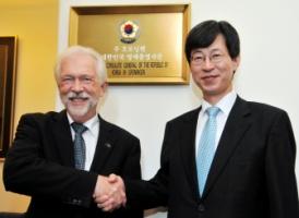 Sibrand Poppema and ambassador Key Cheol Lee