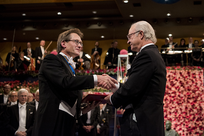 Ben Feringa receives the Nobel Prize from Swedish King Carl Gustaf. Copyright © Nobel Media AB 2016. Photo: Pi Frisk.
