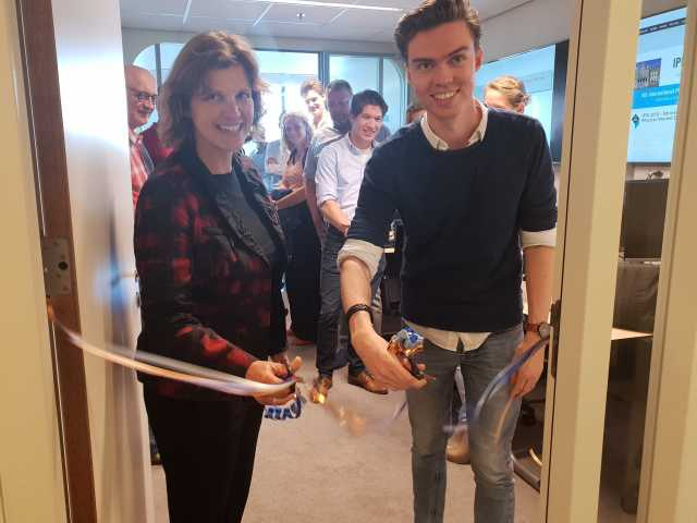 Officiële opening door Iris Vis, hoogleraar Industrial Engineering en Wouter Keizer, student MSc. Double Degree Technology and Operations Management