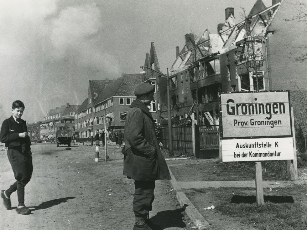 A Canadian officer in Groningen, shortly after the liberation in 1945