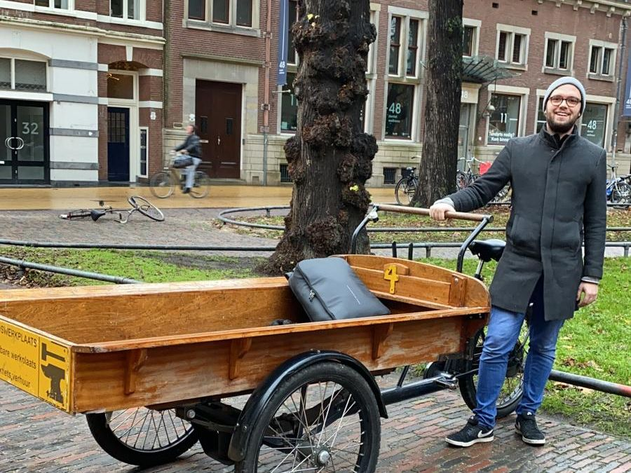 The preferred vehicle to move stuff in NL: The 'Bakfiets'