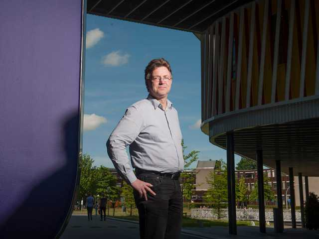 Bart Los is Professor of the Economics of Technological Progress and Structural Change at the Faculty of Economics and Business, the University of Groningen