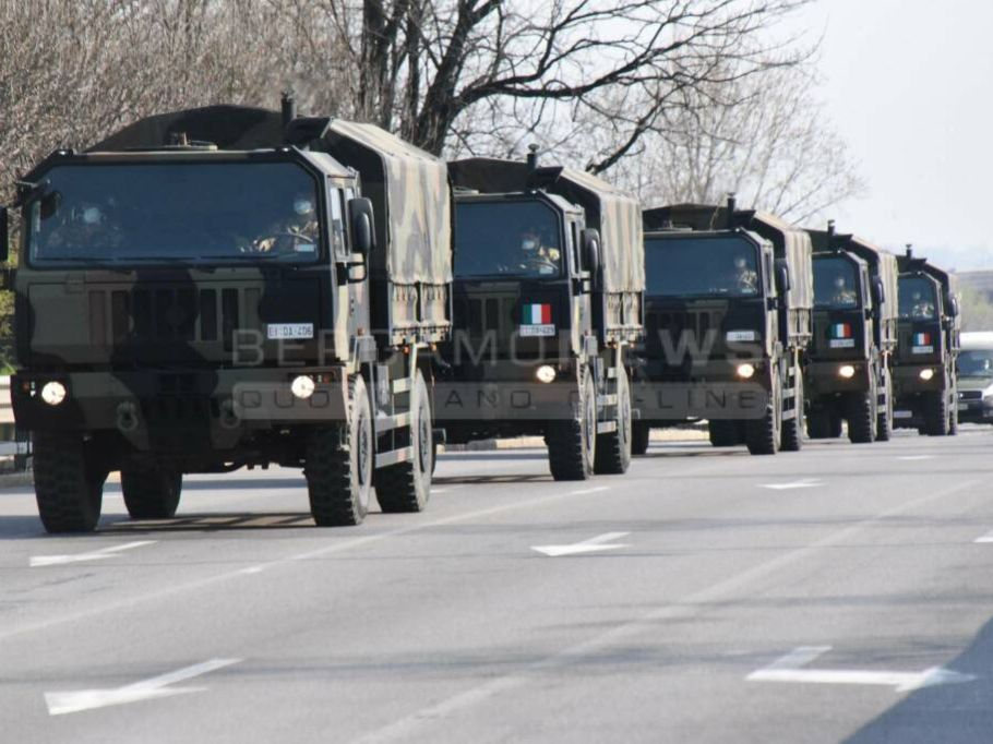 Bergamo (It), Military trucks transport Coronavirus victims' coffins