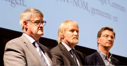 Van links naar rechts :Prof. Lubbert Dijkhuizen (University of Groningen), Prof. Clemens van Blitterswijk (University of Twente) and Prof. Paul Savelkoul (VU University Medical Center Amsterdam)