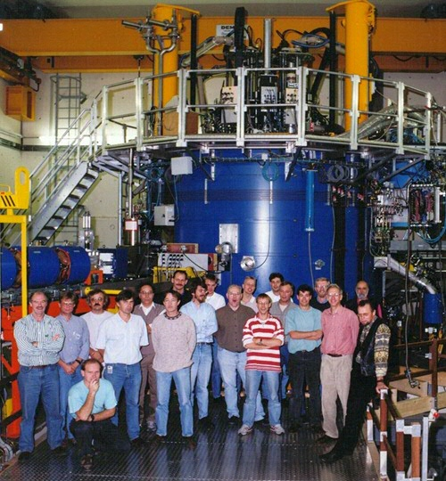 The team that built AGOR at KVI in front of the cyclotron