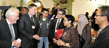 Retno Marsudi and Ron Holzhacker meet at the spring conference