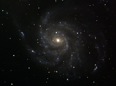 Colour plate of Messier 101 (M101). The observation lasted 10x10 minutes in the B-band, 7x10 minutes in the V-band and 5x10 minutes in the R-band with the crescent above the horizon.