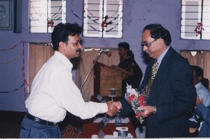 One of the students of the first batch of diploma course students felicitates Dr. A.M. Pathan, Vice Chancellor of Karnatak University, on the diploma course during the inauguration