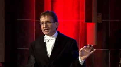 Ben Feringa delivering his lecture | Photo University of Groningen