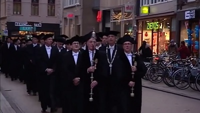 Cortège en route to the Martinikerk | Photo University of Groningen