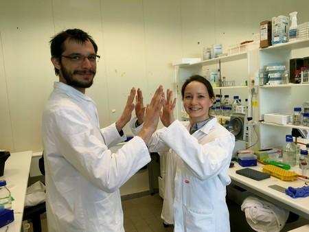 Gianluca Trinco and Valentina Arkhipova demostrating mirror image hands | Photo D. Slotboom