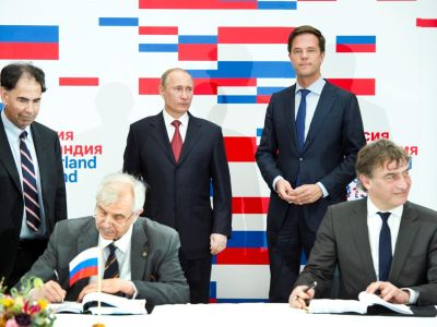 President Vladimir Putin of the Russian Federation and Dutch Prime Minister Mark Rutte watched as Folkert Kuipers, Dean and vice-chairman of the Board of Directors of the UMCG, signed a cooperation agreement aimed at establishing a stem cell institute in Skolkovo, Russia. President Edward Crawley and director Nikolai Yankovsky signed the agreement on behalf of the Russian partners, the Skolkovo Institute of Science and Technology (Skoltech) and the Vavilov Institute of General Genetics, respectively. Signing this agreement was an official part of Putin's visit to the Netherlands on April 8 to mark the start of the Netherlands-Russia bilateral year.
